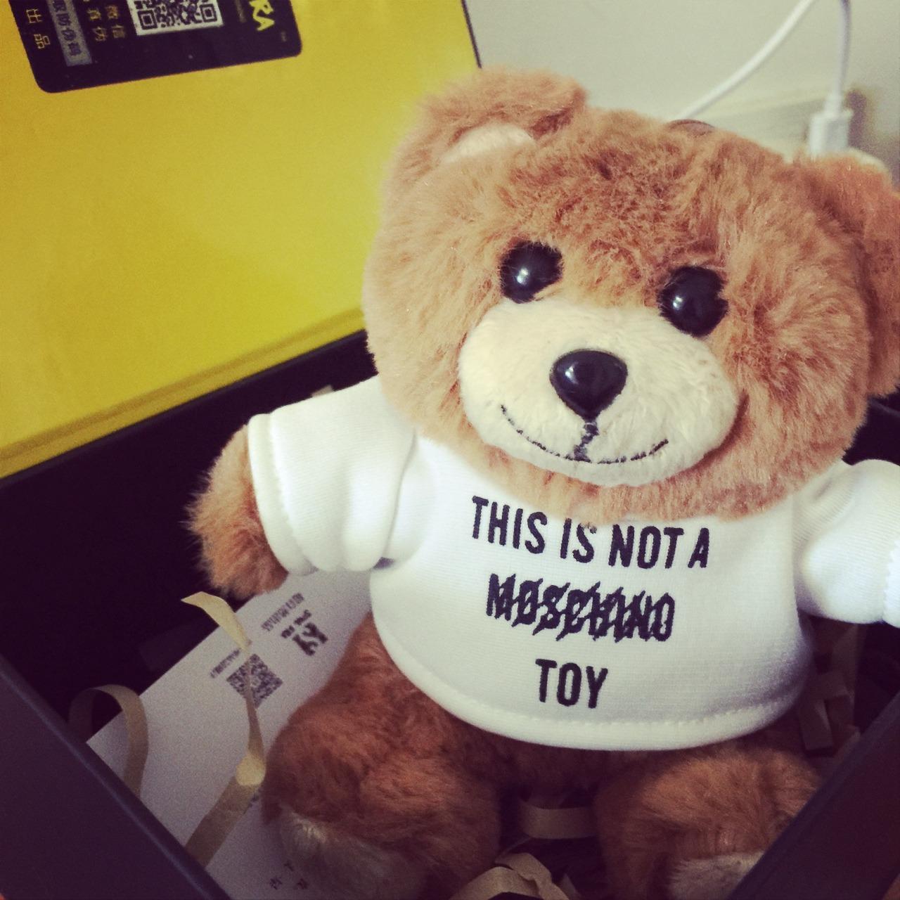 嘻嘻moschino小熊充电宝 最近它是不是很火