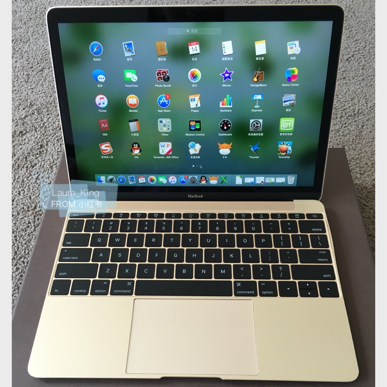 目前苹果最薄的电脑macbook 12寸笔记本金色