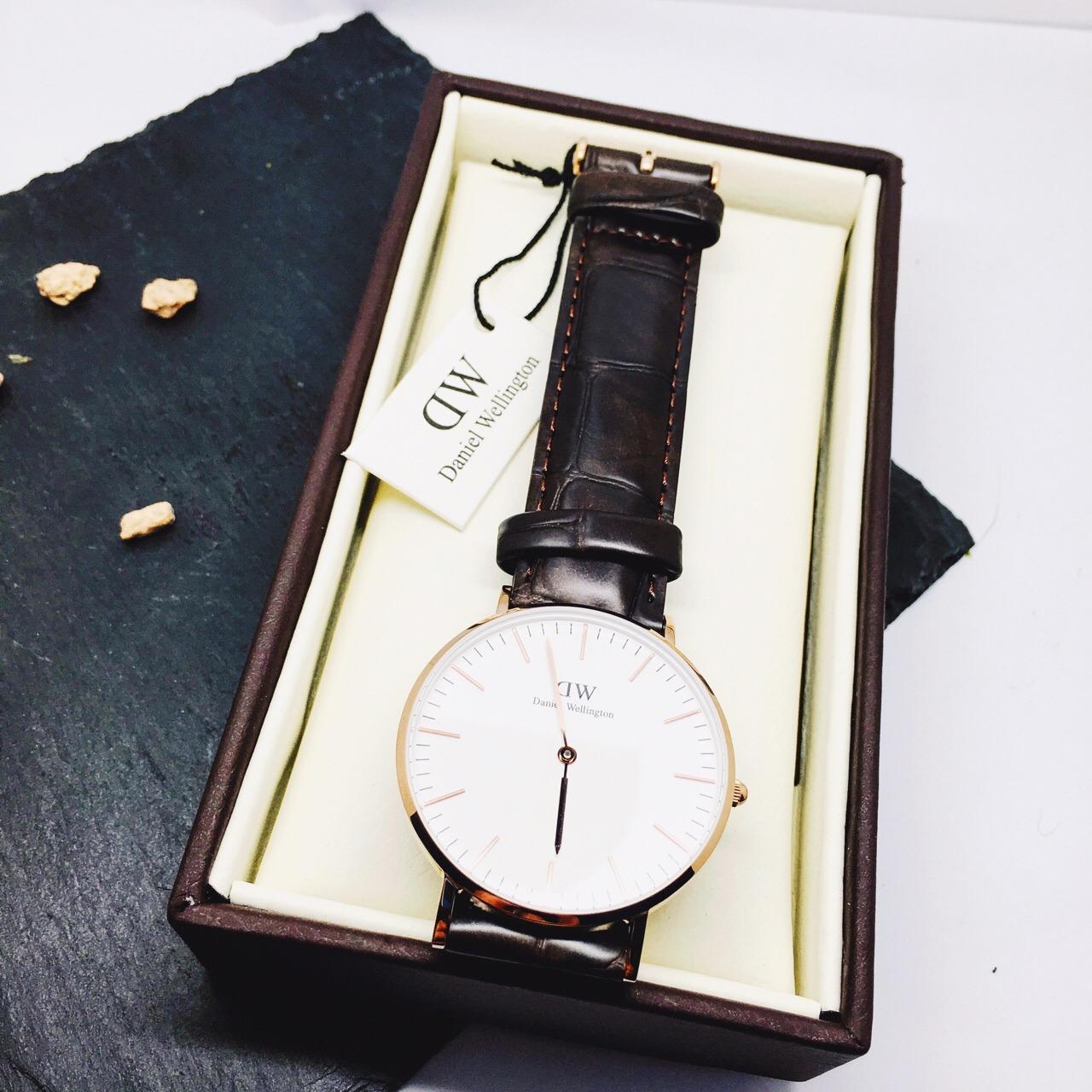 红五抢的dw手表