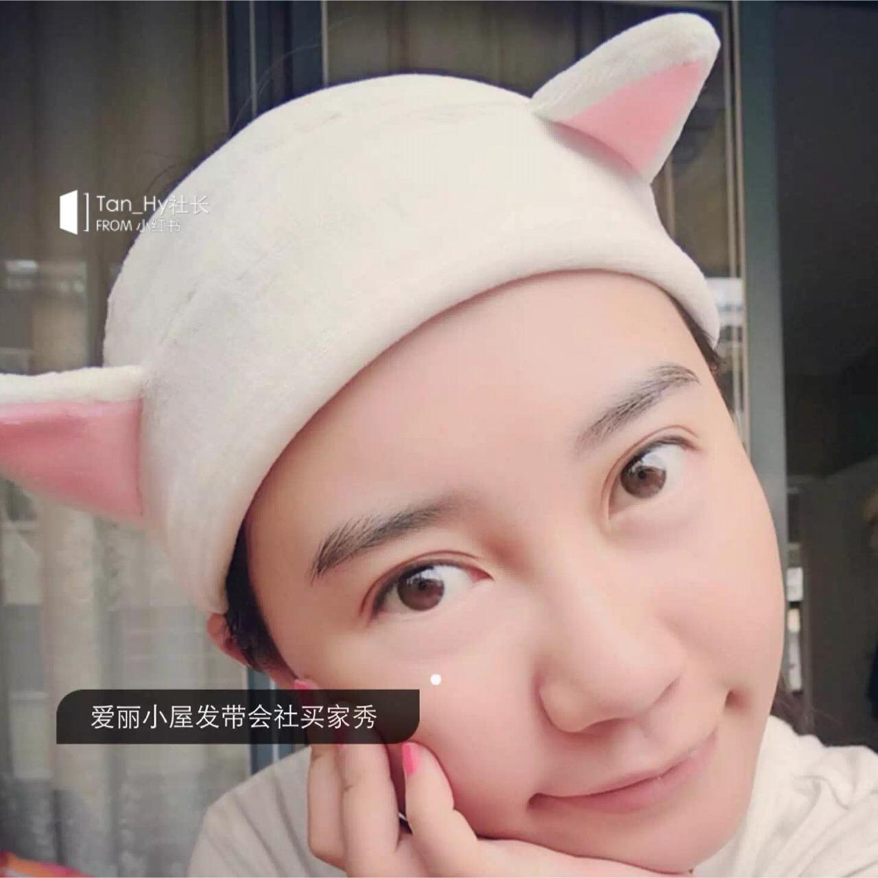爱丽小屋可爱猫咪耳朵束发带,敷面膜洗脸是少不了的哦!!面料真是超级柔软、用起来方便且柔软, 重点是很可爱,少女心必备哦!!
