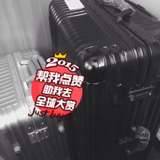 炒鸡貌美和使用的大行李箱 没人的时候我都坐在上面划着走哈哈 出国