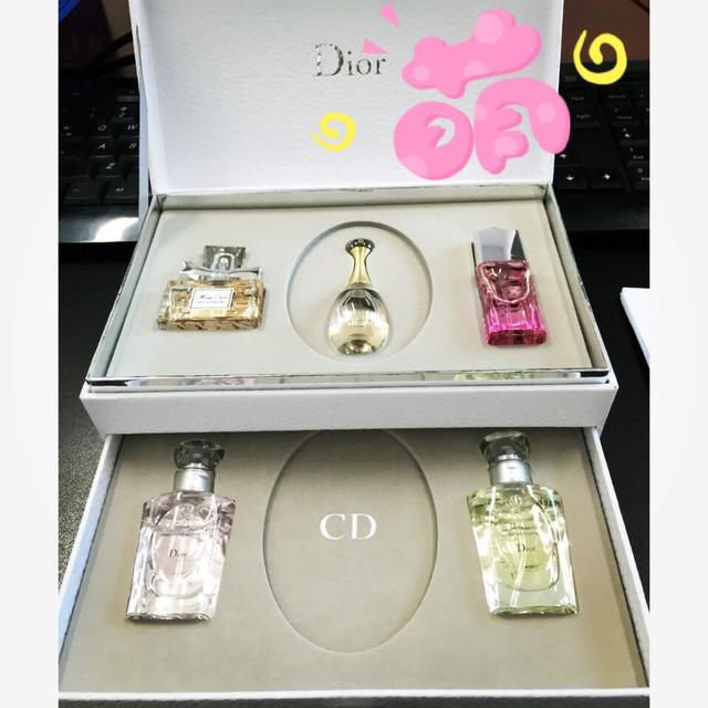 领导最近回台湾又带回一个香水套盒送我们几个女孩子,这次迪奥出了中
