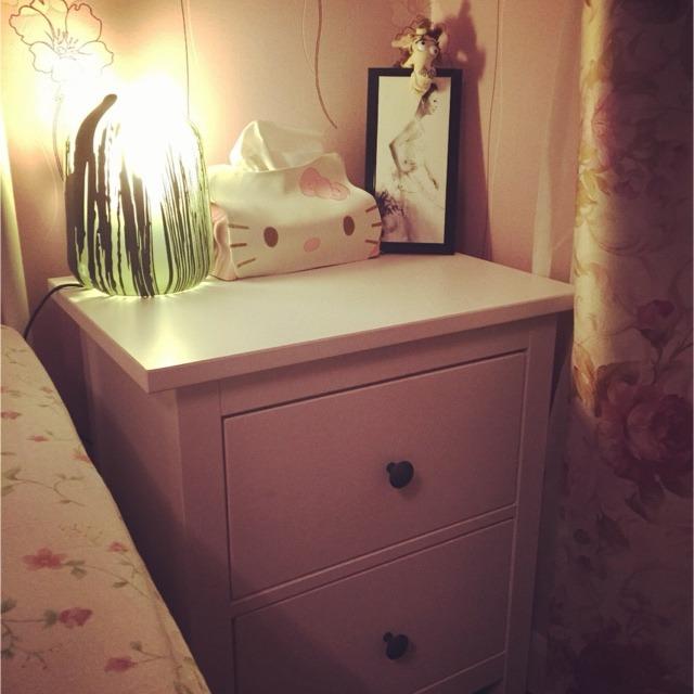 床头柜是卧室中最重要的摆件