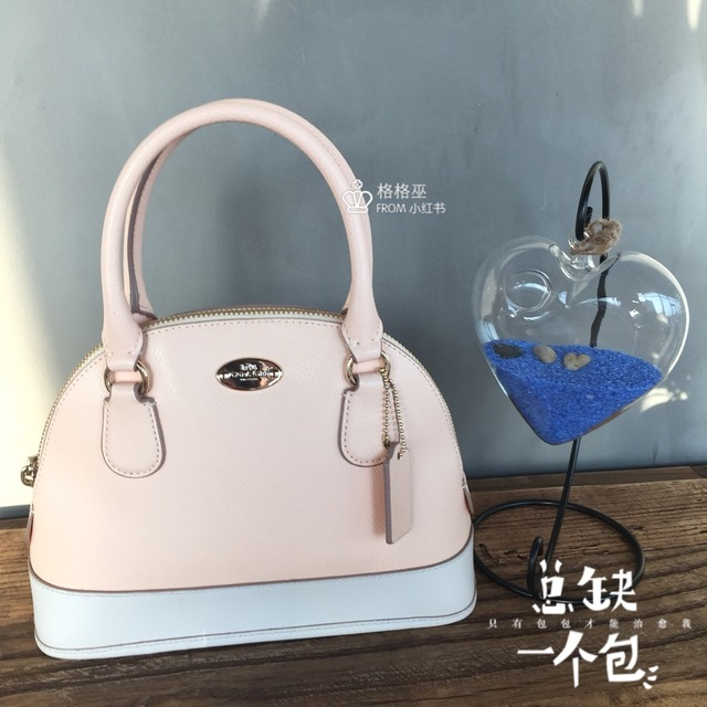 coach 小贝壳包包,好可爱,本季新色好漂亮,logo加蓝色拼接,真的好美