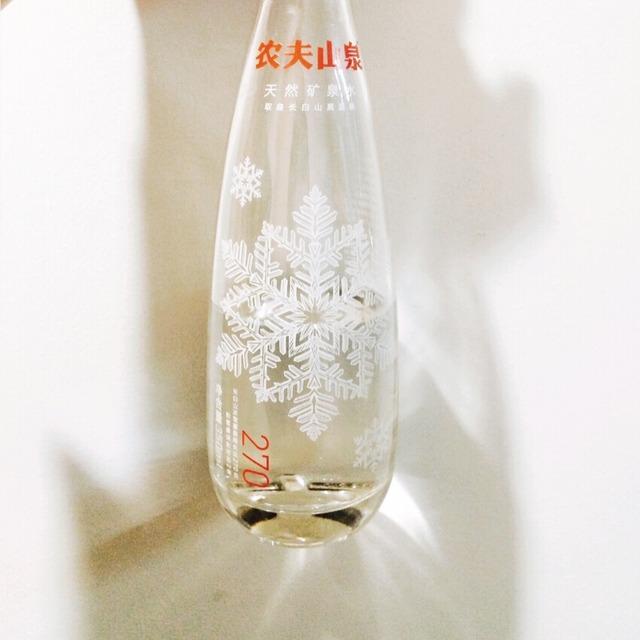 白色农夫网站_农夫山泉的包装是国内饮料品牌中最美的