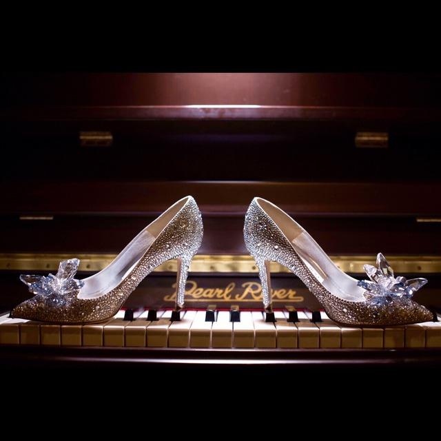 婚礼的主题也是根据这双水晶鞋来设计的呢