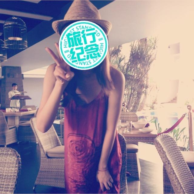 工作的目的就在于赚钱!而赚钱的目的就在于旅游!之前去巴厘岛乌布的市场入手的当地裙子~很便宜啊!二十块钱!一下买了七八条~拿来送人也不错 穿当地服饰也是旅游一大项目,感受一下当地的风土人情有木有 夏天就适合这种颜色靓丽的小裙纸~@薯队长