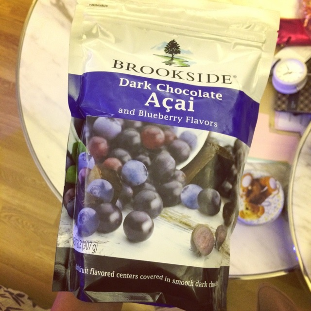 爱吃零食#蓝莓巧克力[口水]上次吃还是在飞机上买的