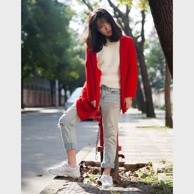 h&m红色针织开衫 aeo破洞牛仔裤 斯凯奇熊猫鞋