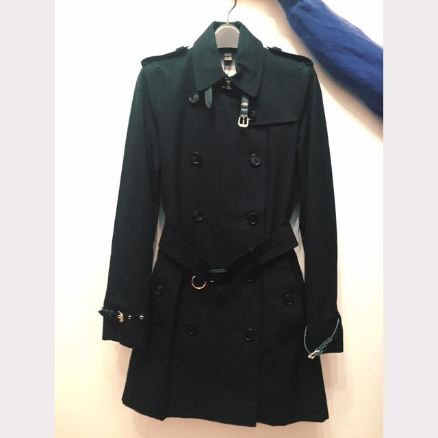 burberry巴宝莉 london系列黑色风衣 袖口领子是皮质带子 袖口的带子