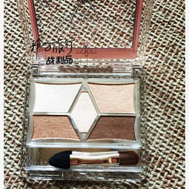 丝质的盒子相当有质感,眼影腮红一盒收下[口水] 日常妆晚宴妆都能 日