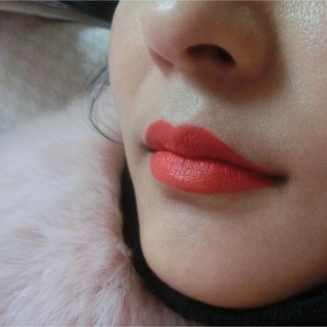 一般的口红都遮盖不了我本身的唇色 这款适合黑黄皮哦 前提是嘴巴状态