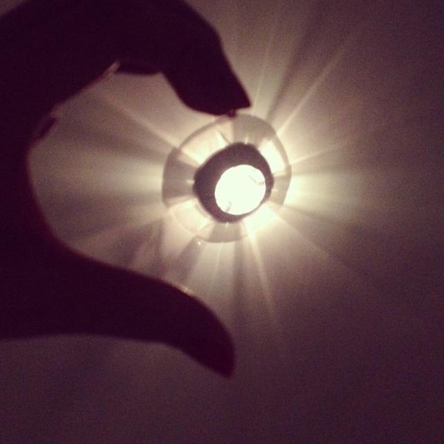 小巧玲珑灯灯灯~有八个灯泡的本来 坏了三个一直木有修~ 下面的是